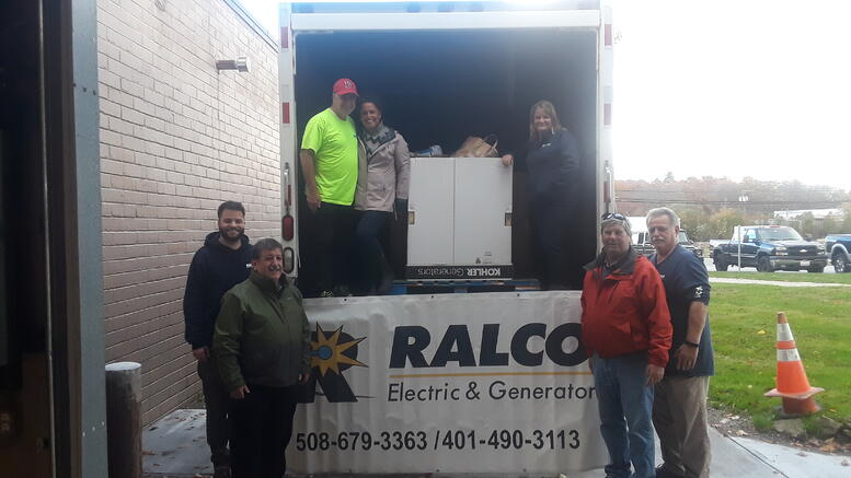 picture of RALCO employees at 2018 food drive